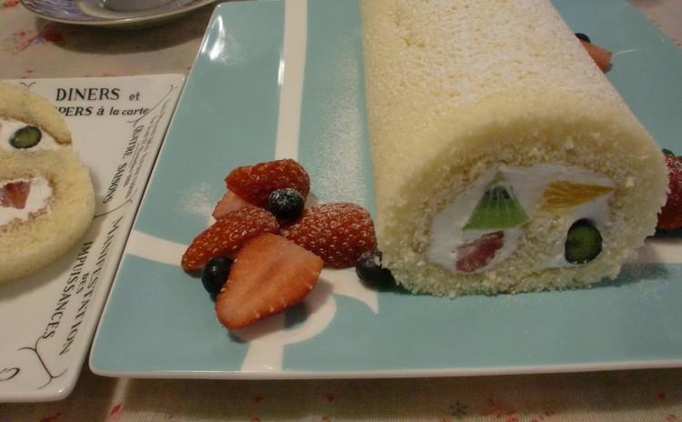 ふわふわ!綺麗に巻けるコツいっぱい、フルーツいっぱい、ロールケーキ♪