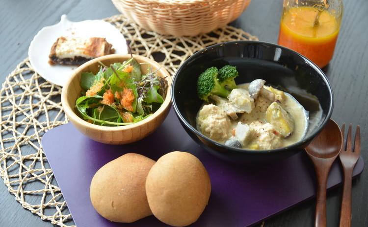 日本の伝統的な調味料を使って作る★エビ肉団子の豆乳クリームシチュー