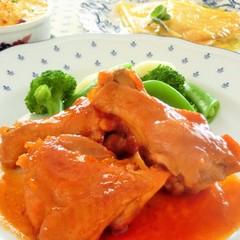 鶏肉のビネガー風味、なめらかベシャメルソースでホタテのグラタン
