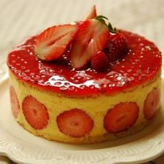 豪華!いちごがまるごとはいったフランス版ショートケーキ【フレジエ】