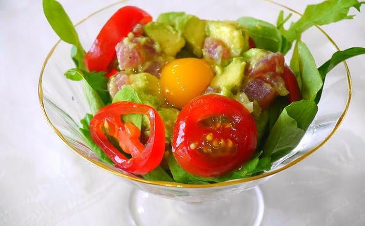 【サラダ】マグロとアボカドのタルタル、バルサミコ酢のヴェグレット