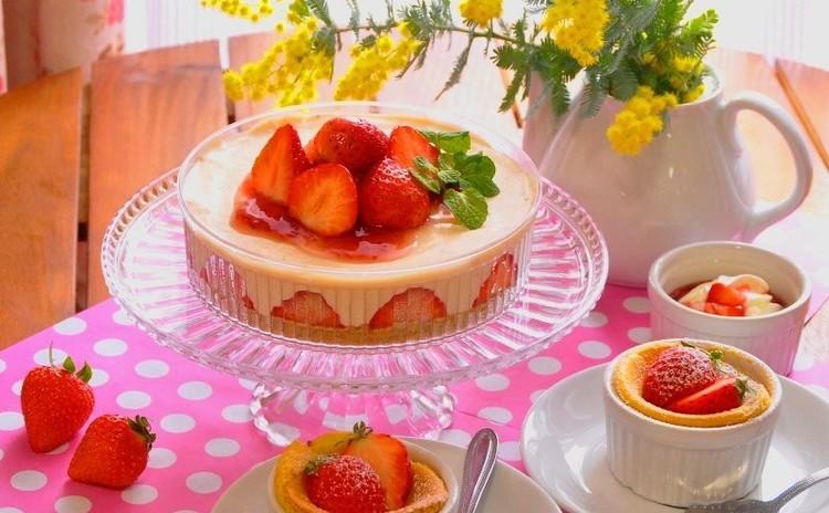 春爛漫♪ いちごのレアチーズケーキと伝統レシピのバニラスフレ♪