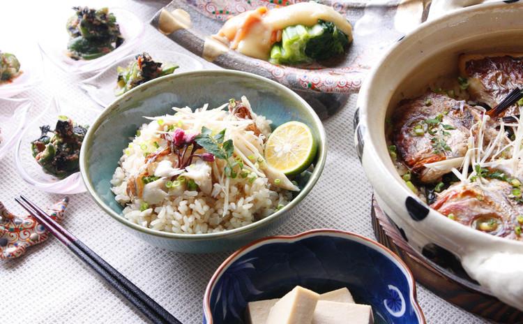 鯛飯に桜の香りを纏わせて、旬のむき身で春のヌタ。高野豆腐は名傍役!