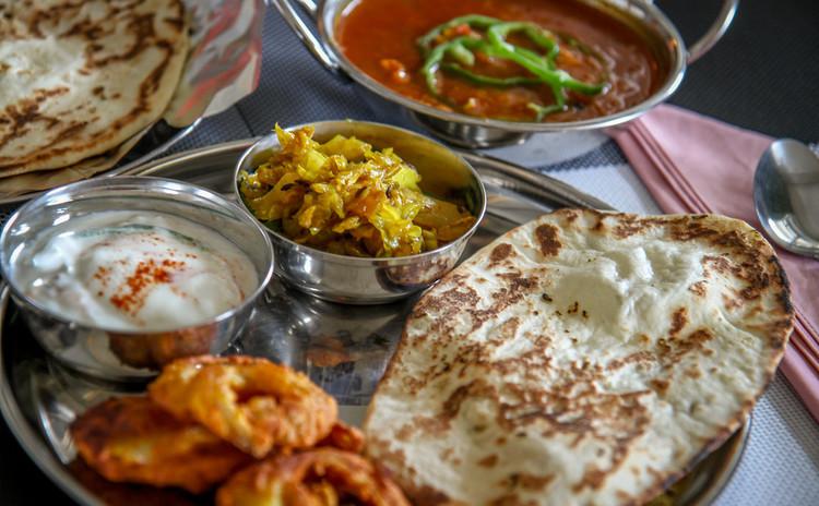 [インド人に習える]チキンカレー&インド風天婦羅&キャベツカレー&ナン