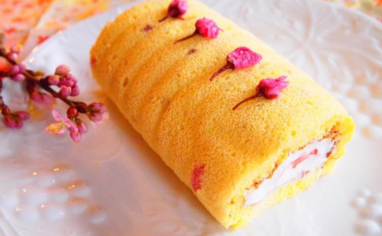 春の香りを満喫♡お祝いごとにもぴったりな桜のロールケーキ