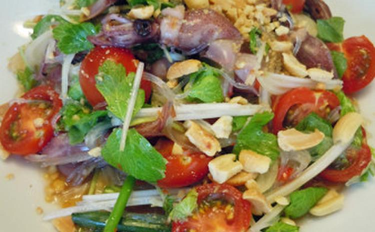 旬のほたるいかで春雨サラダ、鶏とカシューナッツ炒め、アジアンスイーツ♪