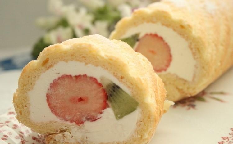 「いちごのフルーツロールケーキ」で春を満喫 (24㎝長さ1本)