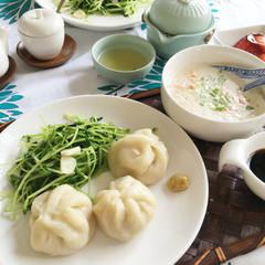 肉汁ジュワ~の皮から作る小籠包と鹹豆漿(豆乳スープ)で台湾風ランチ♪