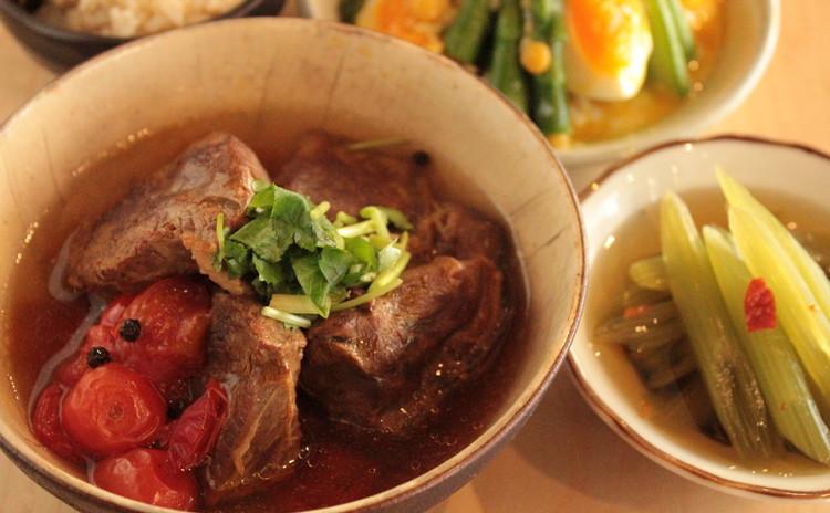 出汁で3品!牛肉とトマトの黒胡椒煮込み、ふきのお浸し、アスパラサラダ