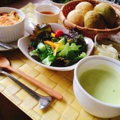 野菜をたっぷり楽しもう♪自家製天然酵母パン2種と野菜のおかず4品