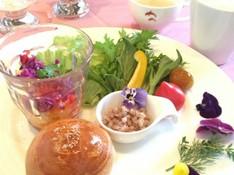 料理レッスン写真 - 甘麹パンともち麦でヘルシーメニュー&旬の野菜スタッフドバスケット