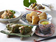 料理レッスン写真 - 丸々ピーマンの肉詰めと旬の献立。1年の折返は6月の和菓子「水無月」で。