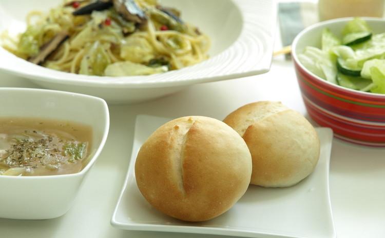 手捏ねパンとパスタ・サラダ・スープ・プリン!5品のたっぷりレッスン♪