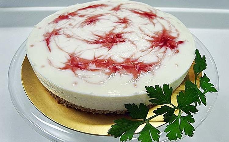 ラズベリーのマーブル模様がおしゃれな レアチーズケーキ ♬