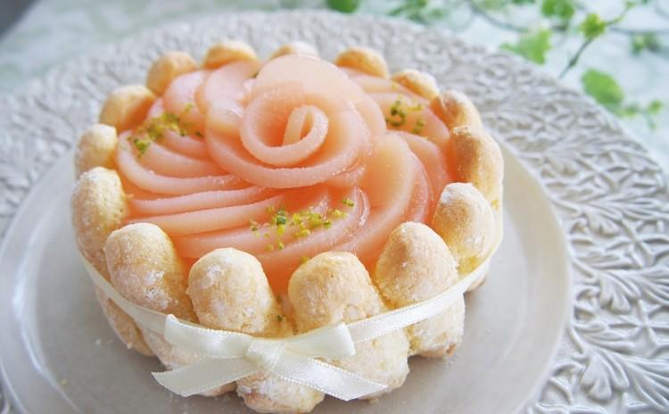お土産付!やさしい桃の香り♪とってもキュートな白桃のシャルロットケーキ
