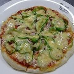 簡単イタリアンピザとサラダ、野菜のマリネでイタリアマンマのおウチごはん