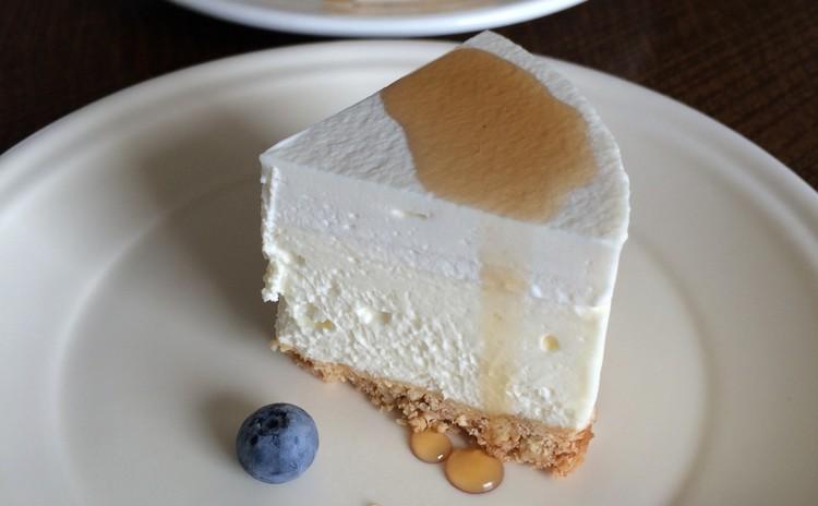 ゼラチンを使わない ふんわり新食感のクリーミー レアーチーズケーキ