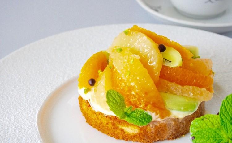3つの果物・初夏の風を運ぶタルト〜レモンクリーム添えと皿盛りデザート
