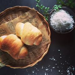 バターの香り、天然塩の旨み、ふわふわ生地の「塩パン」ランチ付