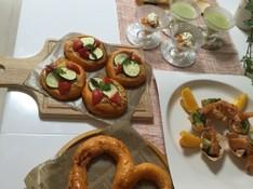 料理レッスン写真 - 彩りざやかなトマトのパン2種類と華やかなおもてなし料理