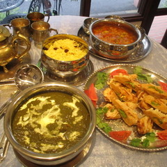緑のホウレン草チキンカレー作り!豆と野菜スープとべジカバブも!