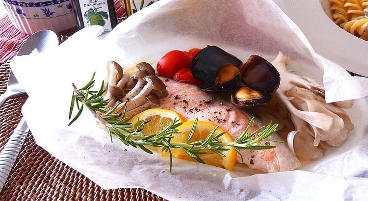 秋鮭ときのこのカルトッチョ(香草包み焼き)