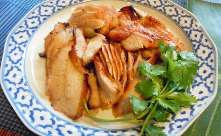 タイ料理の人気メニュー、コームーヤーン(豚トログリル)をレッスン♪