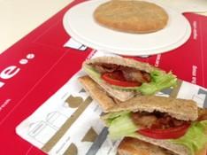 料理レッスン写真 - ライ麦たっぷりの平パン フラーデン&セロリとトマトのさっぱりスープ