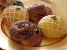 料理レッスン写真 - かぼちゃ生地が大変身!クッキー&クリームと不思議なチーズメロンパン?!