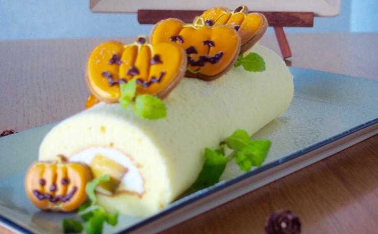 【ハロウィン!】かぼちゃのプリン入りロールケーキとアイシングクッキー。