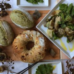 自家製酵母パン!Wチョコdeナッツナッツ&抹茶、ハニーチキン酵母サラダ