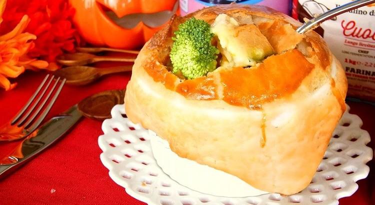 かぼちゃとチキンのクリームシチュー ポットパイ仕立て