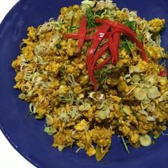 ターメリックを使った鳥挽肉のピリ辛炒め&柔らかスペアリブスープ