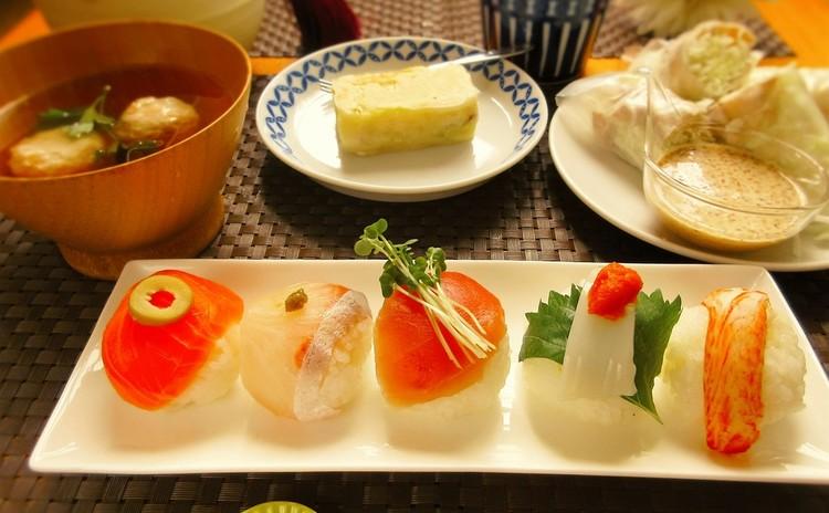 彩手まり寿司と海老入りしんじょお吸い物その他3品