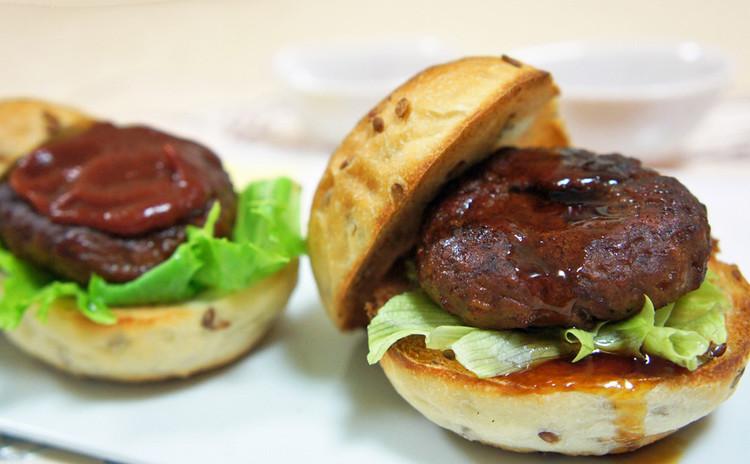 【燻製実習①】「燻製ミニハンバーガー」2種を作る!