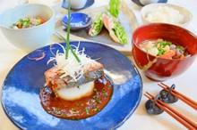 料理レッスン写真 - 【ワラサの解体デモ付き】小洒落味噌煮&粕汁と居酒屋おつまみ3種♪