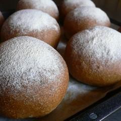 天然酵母で作るおやつパン ~コーヒーチョコパンとごまみそパン