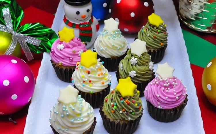 なんと12個お持ち帰り! 可愛すぎるカラフルクリスマスツリーケーキ