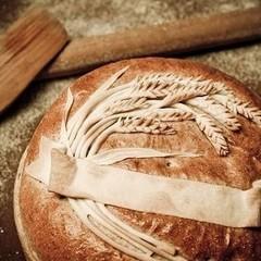 スタイリッシュな「麦の穂の飾りパン」で美味しいパンをデコレーション!