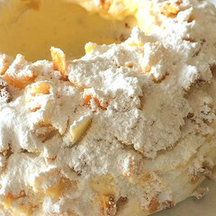 バタークリームと香ばしいナッツの正統派ケーキ&ホットチョコ