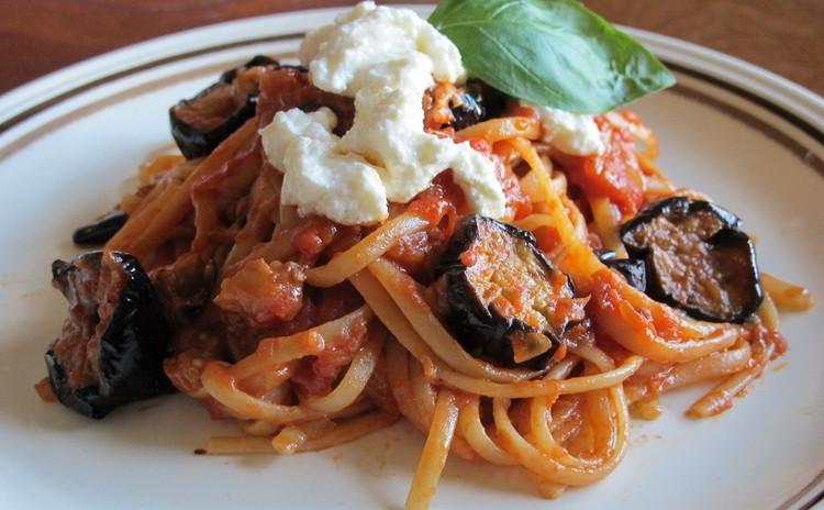 揚げナスのトマトソース「パスタアラノルマ」とズッキーニのカルパッチョ