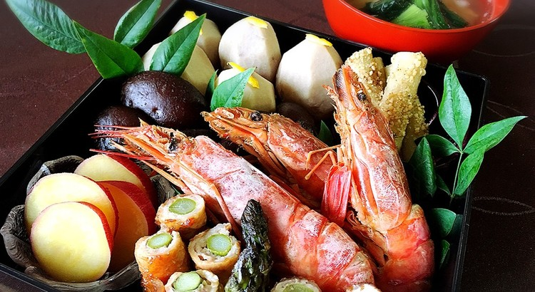 揚げ餅のみぞれ雑煮と海老のつや煮☆たたきごぼうと豚のアスパラ巻き他3品
