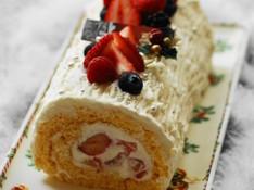 料理レッスン写真 - クリスマスケーキ特別レッスン★いちごたっぷりのふわふわブッシュドノエル