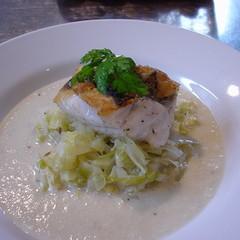 ポルチーニの香りのポタージュとお魚のシュークルートで冬のビストロ料理を
