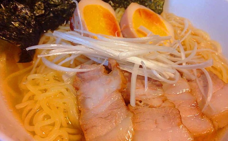 鶏出汁スープのラーメン