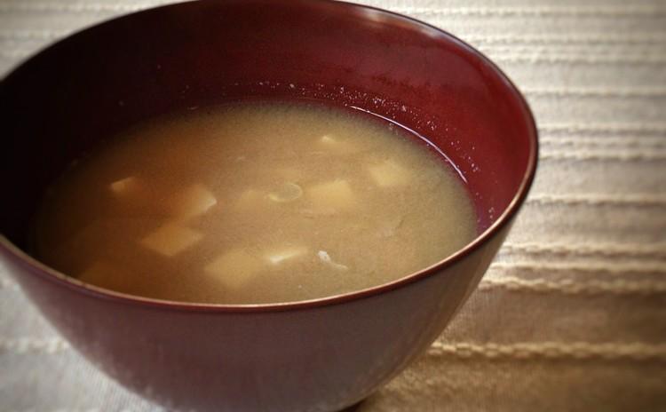 いりこ出汁の豆腐の味噌汁