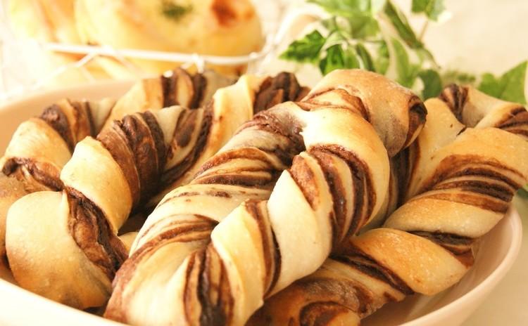 ホシノ天然酵母☆手作りチョコシートで折り込みチョコパン&ハムマヨパン
