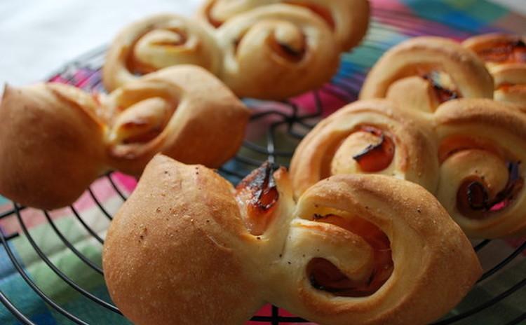 お家で手軽に焼く大人パン『ベーコンエピ』&『ガーリックバターブレッド』