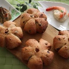 白神こだま酵母!!カレンズナッツの全粒粉パン・里芋と海老のマリアージュ