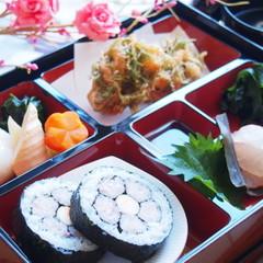 春の懐石弁当🌸桃の花寿司、桜蒸し、小エビのかき揚げ、鯛の昆布締めなど